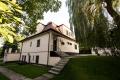 Reprezentacyjna willa o unikatowym stylu z ogromny ogrodem w odległości 100m od jeziora Kierskiego w Poznaniu na wynajem z przeznaczeniem na produkcje